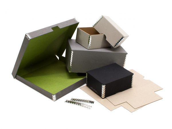 Schachteln geheftet